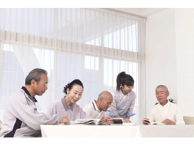 【中区・高齢者複合施設】病院母体の介護施設!【吉島町バス停徒歩1分】
